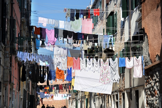http://regardailleurs.morkitu.org/voyages/venise/venitiens/images/linge-2.jpg